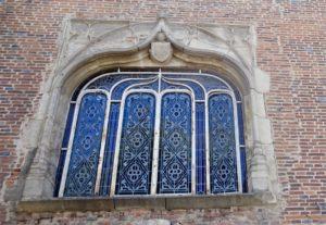 Fenêtre médiévale à vitreaux
